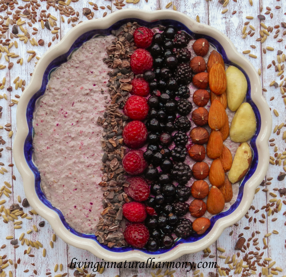 Breakfast bowl recipe: healthy oatmeal with seeds and berries
